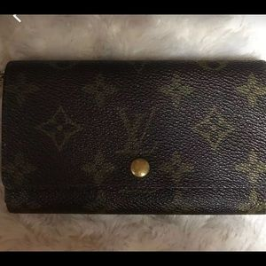 AUTH LV Wallet